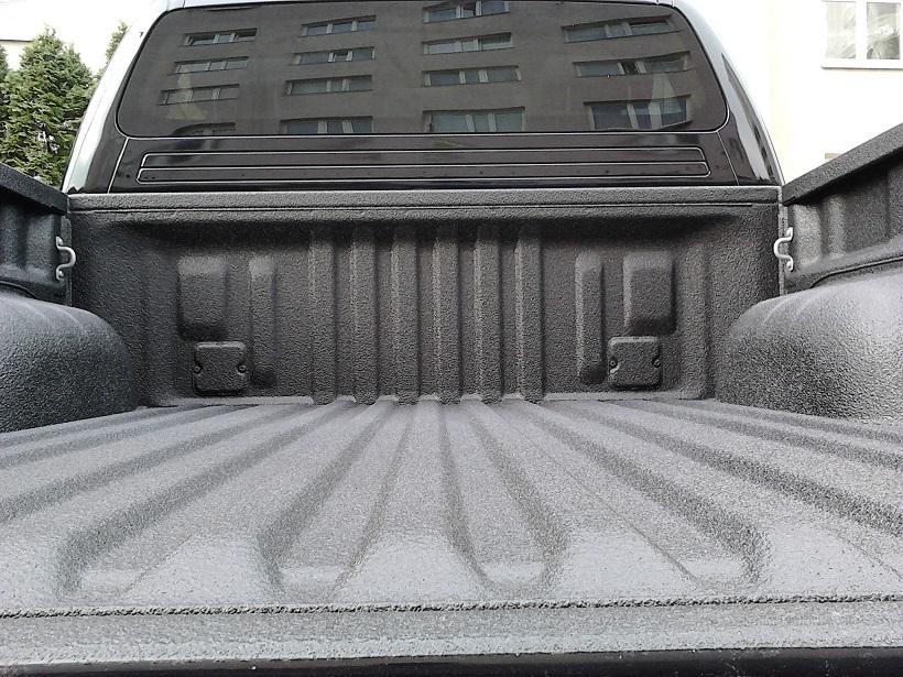 Natryskowa powłoka poliuretanowa do samochodu, przykładowa cena 1900 netto