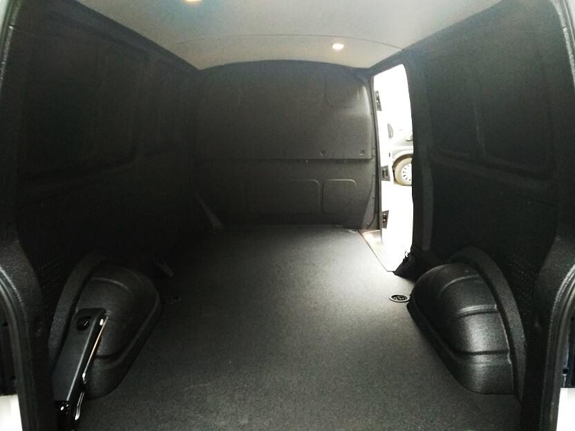 zabudowa przestrzeni ładunkowej auta dostawczego